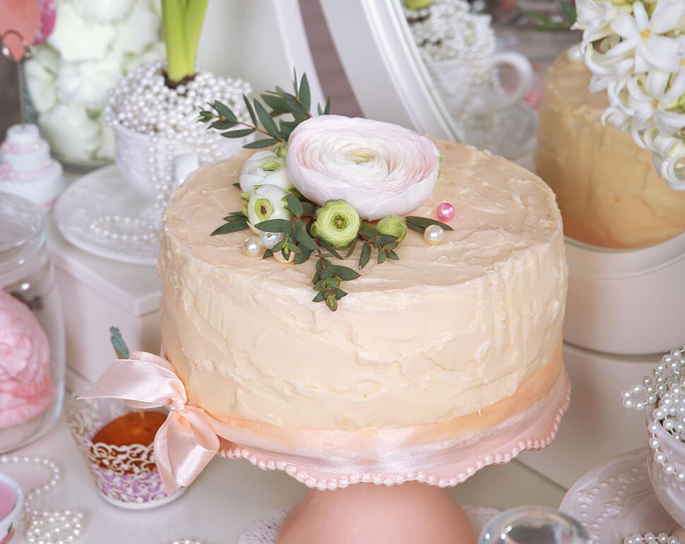 How to make a delicious wedding cake?